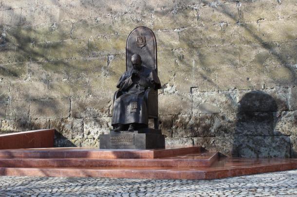 Mától megtekinthetjük Mindszenty szobrát