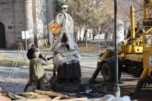 Mindszenty szobra a talapzatra került