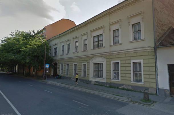 A volt Magyar Király Szállodába költözhet a könyvtár