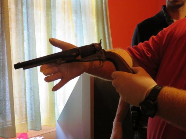 Többször rálőtt egy bankfiókra Dorogon (videó)