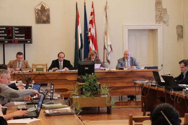 Ismét együtt a progresszió asztalánál - testületi ülés percről percre