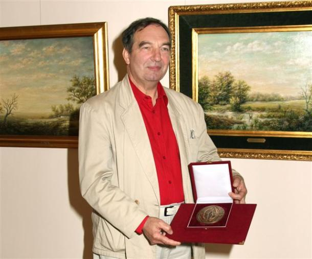 Corvin-díjas festőművész Esztergomban