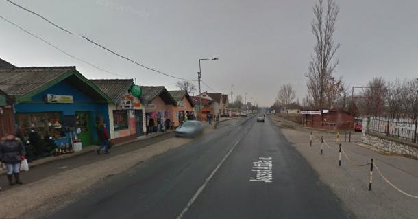 Úttestre dőlt villanyoszlop zárta le a 10-es utat