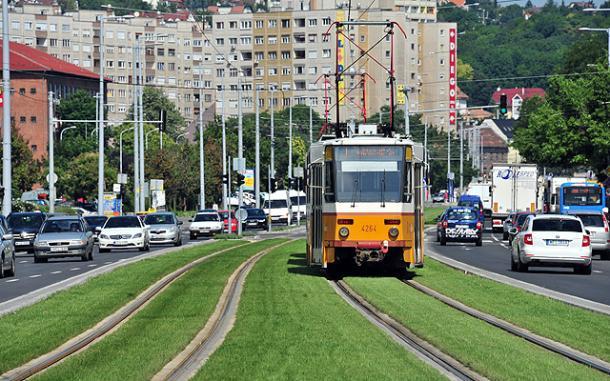 Döntött Budapest: kijön az 1-es villamos az esztergomi vonathoz
