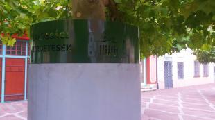 2015-10-05 Hirdetőtáblákat helyeztek ki a Széchenyi térre