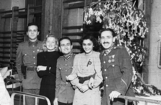 Amikor harckocsikon érkezett a karácsony Esztergomba - Helytörténet a vérgőzös időkről II.