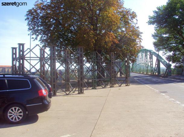 Felszabadult a határ: Eltűntek a vastorlaszok a Mária Valéria hídról