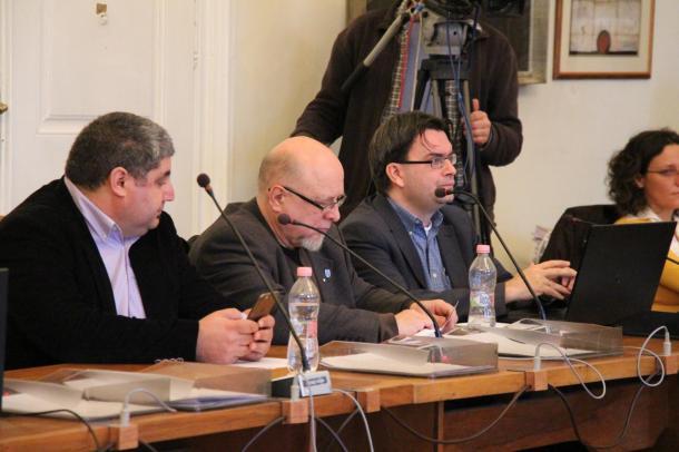 Testületi ülés percről percre: Vita a menekültkvótáról, polgármesteri nyilatkozat Waldorf-ügyben