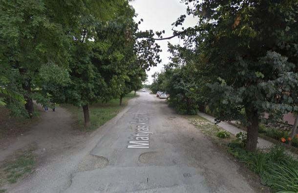Kamionnak sodródott egy motorkerékpáros a Tescónál