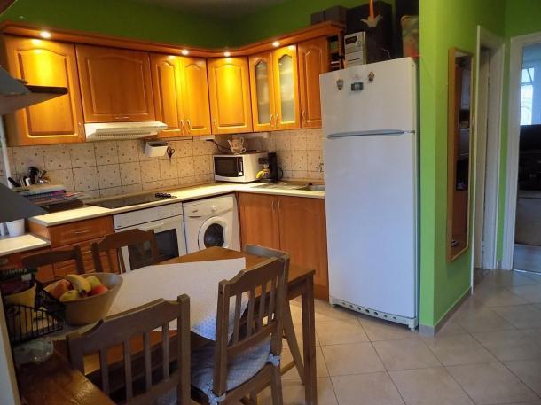 Esztergom belvárosában 2 szintes lakás eladó.
