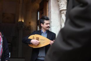 A Várkápolna kaupjában lantkíséretet kapott a díszes menet