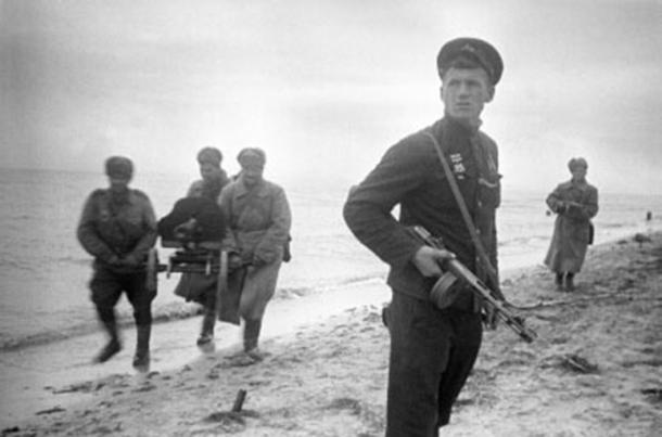 A szovjet gőzhenger végül maga alá gyűri Esztergomot is - Helytörténet a vérgőzös időkről V.