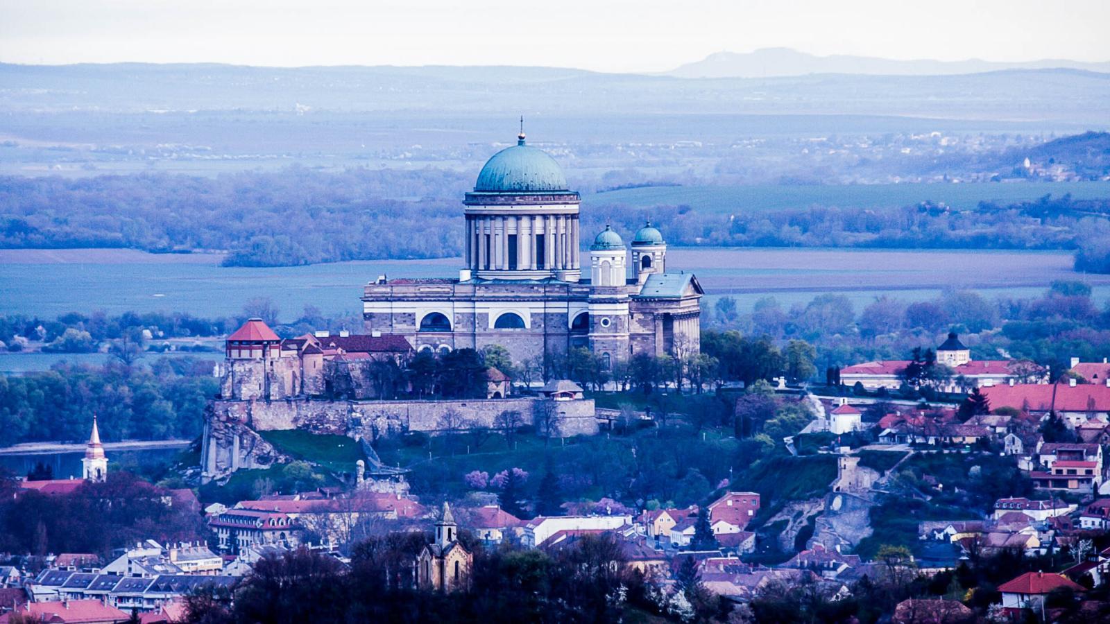 Két Kálvária, egy Bazilika és egy hegy Nyitra felett...