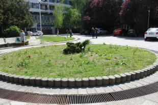 2016-04-22 Virágos Esztergom és a tér, ahol tilos parkolni