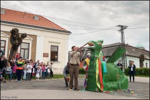 2016-04-24 A Szent György Napi rítus zárásaként elégették a sárkányt (Fotó: Tóta Attila)