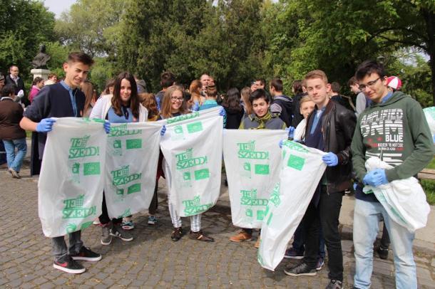 A diákok mutattak példát: Ötszáz zsáknyi szeméttől szabadult meg Esztergom