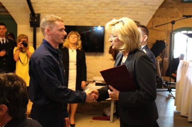 Mindennapi hősöket jutalmaztak: az esztergomi rendőrség és a tűzoltóság munkáját is díjazták