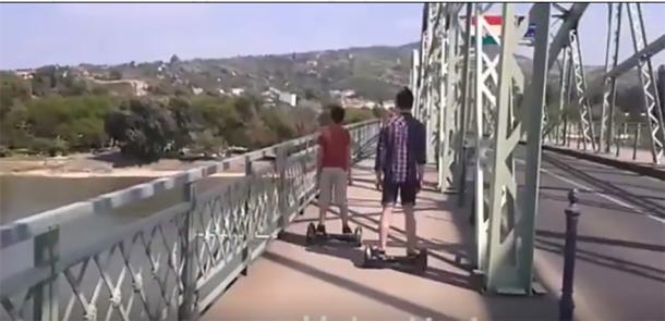Hoverboarddal a városban