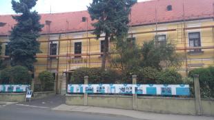 Felállványozva a Duna Múzeum épülete