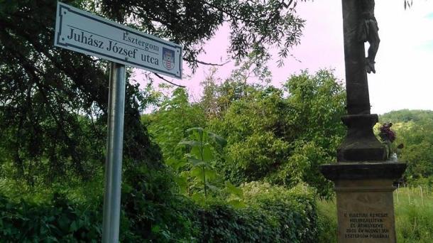Kusztusi kereszt - Juhász József utca
