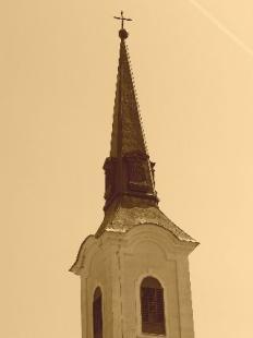 a belvárosi ferences (Szent Anna) templom délkeleti sarkához átlósan csatlakozó, 1755-re felépült campanile sajátosságú harangtorony