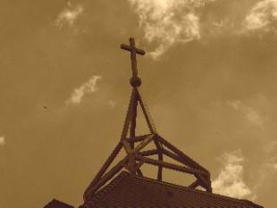 Kereszt-Rejtvény:Szent István Királyról és a Boldogságos Szűzről Nevezett Érseki Ősrégi Papnevelő Intézet kápolnáján található kereszt