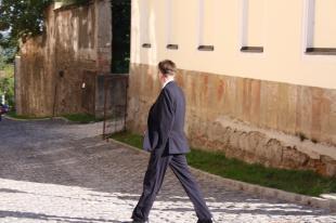 dr. Völner Pál érkezik